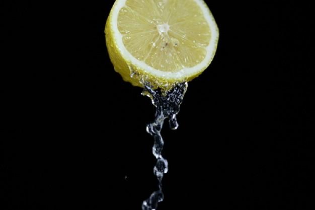 goccia-di-succo-limone-fetta-di-limone-limoni_3106874